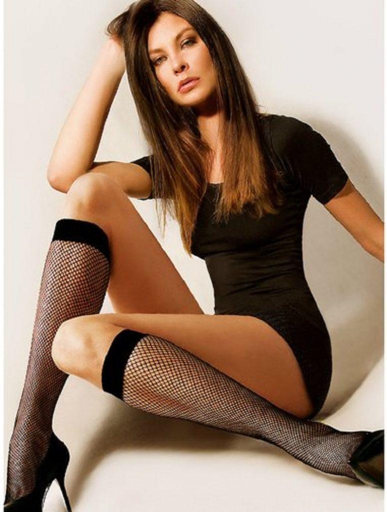 5 moduri de a purta ciorapii plasa, astfel incat sa te reprezinte