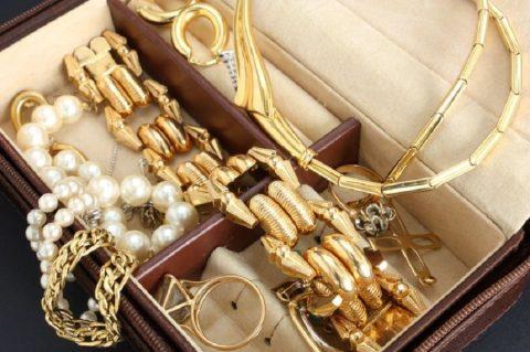De ce se merita sa iti cumperi bijuterii de la o casa de amanet?