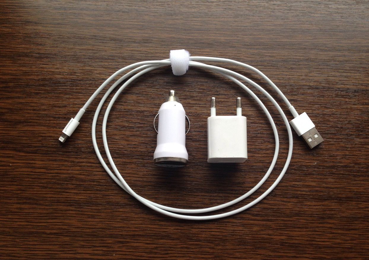 Detalii despre incarcatorul auto si retea pentru iPhone 4 si iPhone 4s